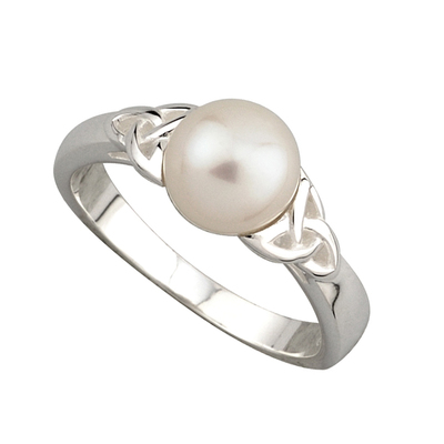 PEARL TRINITY KNOT RING