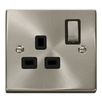 Click Litehouse DECO 13A 1G Ingot Switched Socket Black Insert Satin Chrome