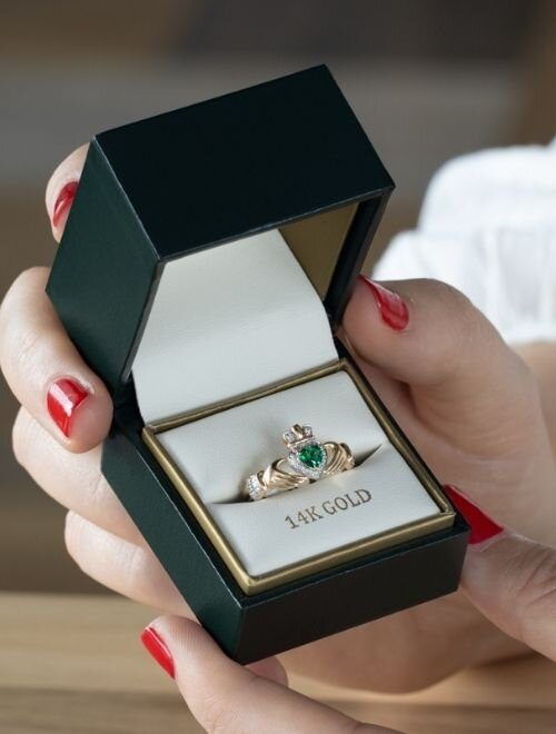 Choosing a Claddagh ring