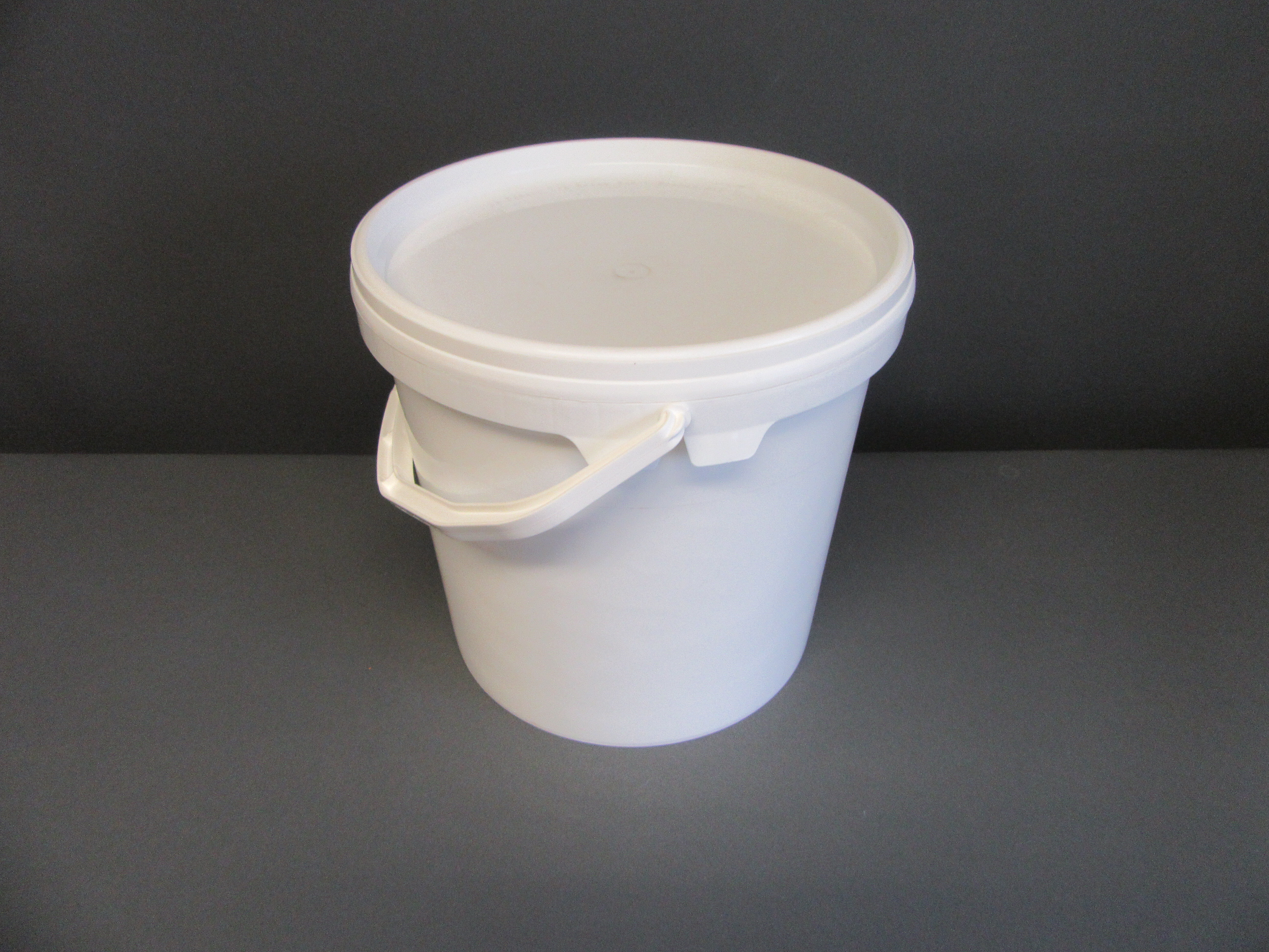 Bucket 5ltr White with Handle