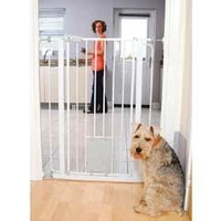 Bettacare Pet Safety Gate with integral Cat Flap x 1