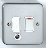 DETA METAL SURFACE SWITCHED SPUR WITH OUTLET