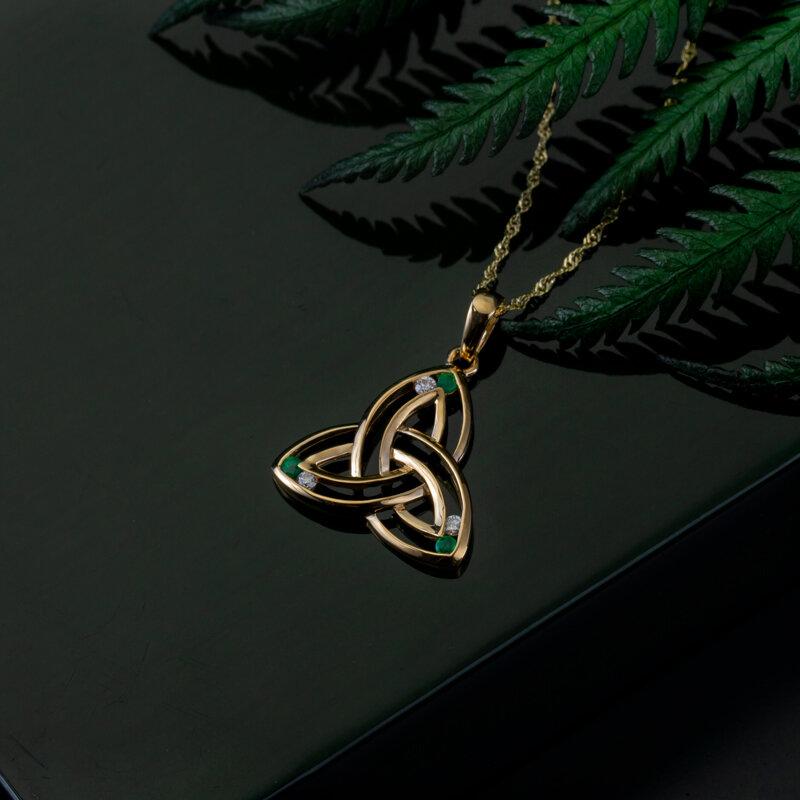 Styled image of Solvar gold Trinity knot pendant S45586