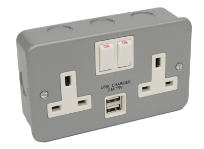 Metalclad Twin Switched Socket with 2 USB Outlets