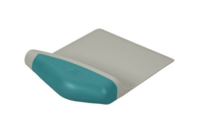 WILTON : VERSA TOOLS SCOOP & CHOP BAKERS BLADE 1PCE