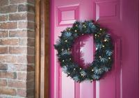 Pre-Lit Glitter Tip Wreath Black