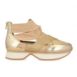 Sneaker abotinado con aperturas y elásticos