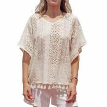 Camiseta tipo poncho con encaje y crochet