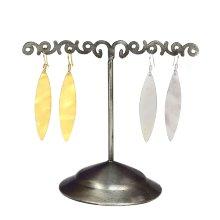 Pendiente forma pluma plana latón y plata C310