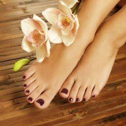 Manicura mas estética del pie con esmaltado