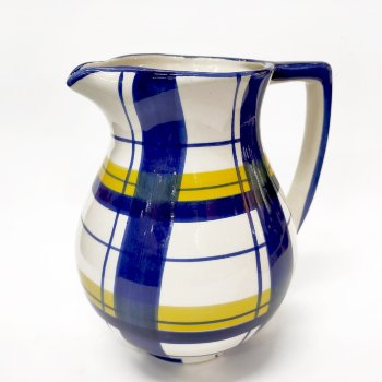 Jarra de cerámica a cuadros