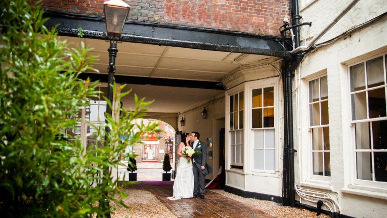 Fantastic, up to date with trends and flexible with each wedding couple!