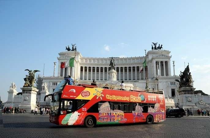 Popup city sightseeing rome bus piazza venezia feat block