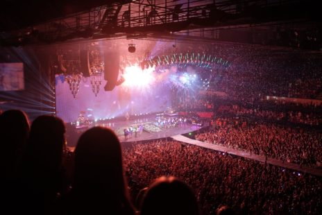 Full venue during a Taylor Swift concert