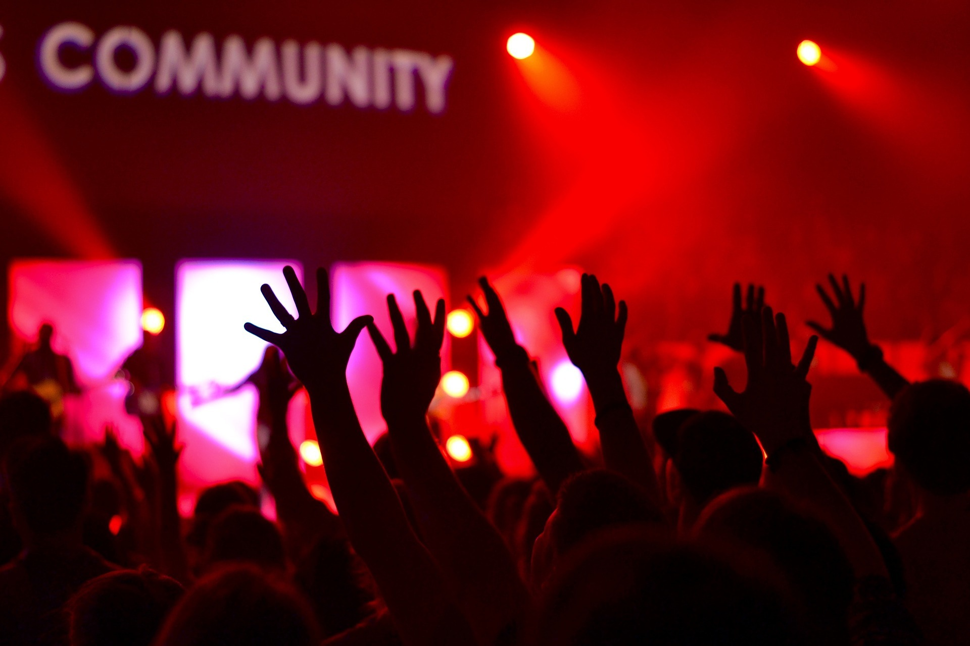 audience-with-community-sign.jpg?mtime=20170921131522#asset:107