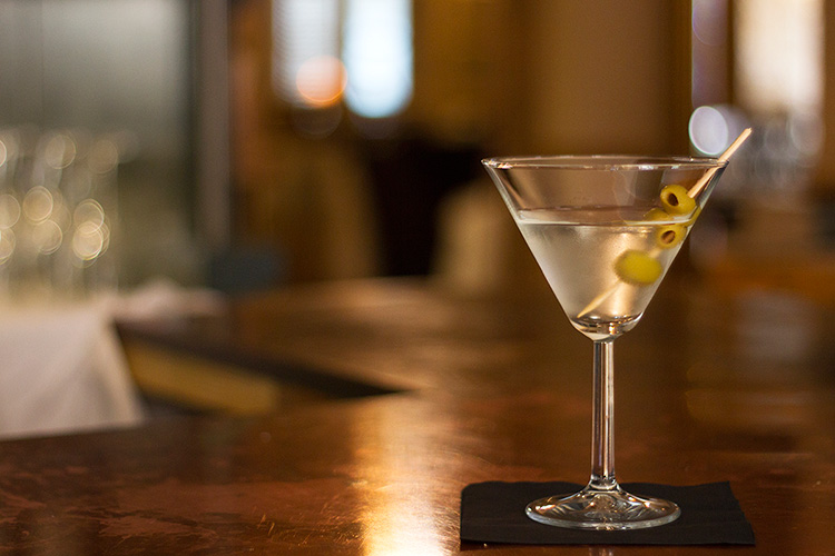 Bella_Luce_Bar_Wheadons_Gin_Martini_olive_post.jpg
