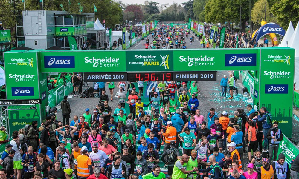 Schneider Electric - crowd at Paris Marathon
