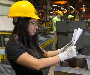 Caterpillar gives students hands on experience in manufacturing