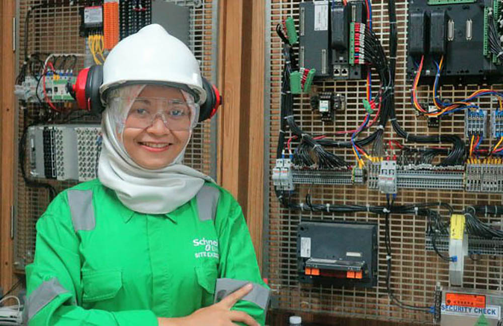 Maulidya is an inspiring female engineer at Schneider Electric
