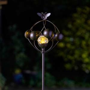 Smart Garden Aura Wind Spinner with Solar Crackle Ball 5030043
