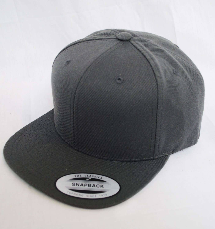 c84a08ed22757 Plain Flat Peak Retro Snapback Hat Cap Black Green Navy Red Grey ...
