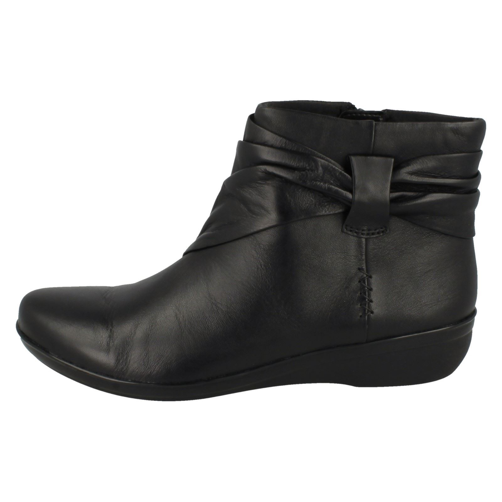 9cc2e26d17c Ladies Clarks Soft Leather Flat Wide and Medium Ankle BOOTS - Everlay Mandy  UK 5 Black D
