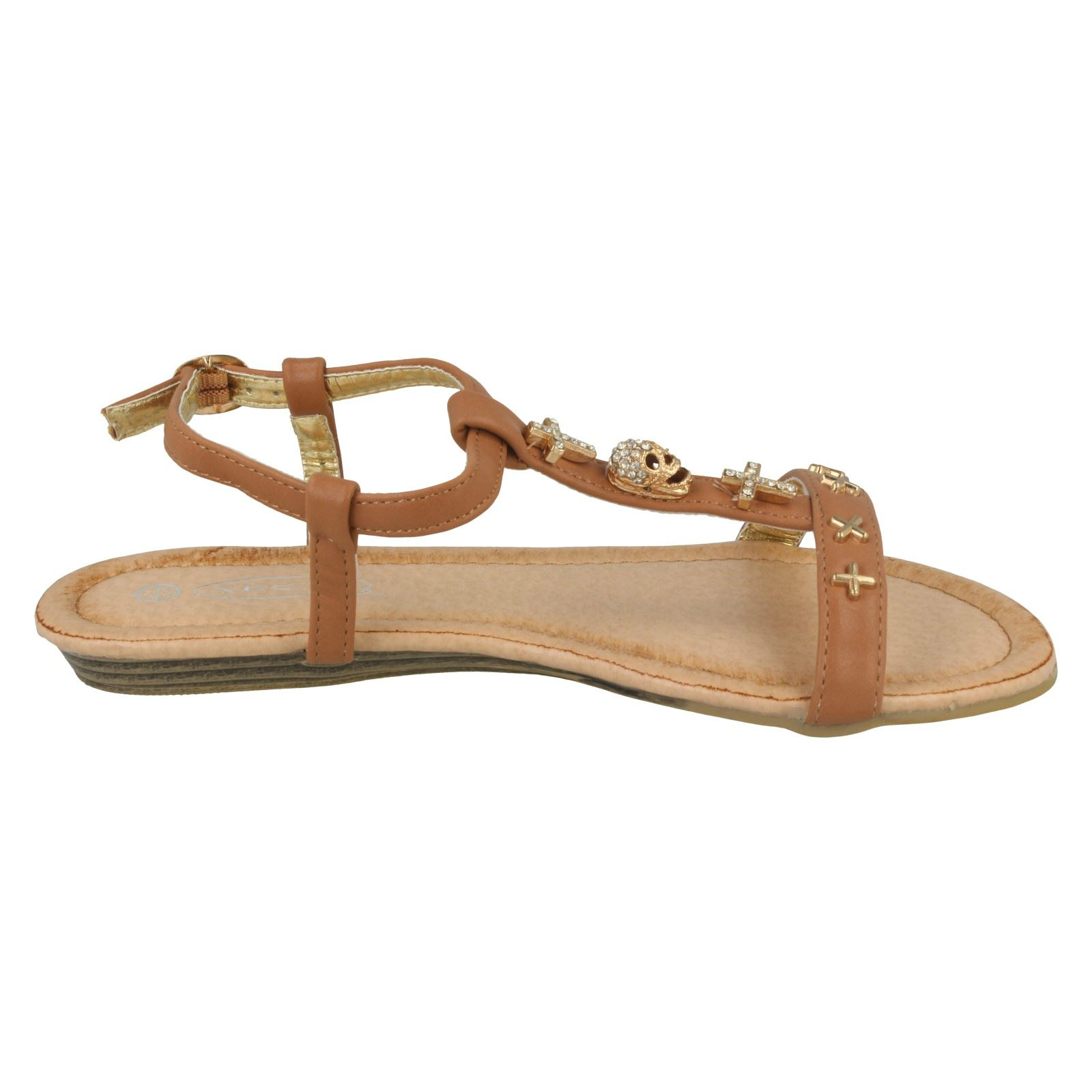 On' On  >> Girls Spot On 'Casual T-bar Sandals With Skull And Cross Detail'   eBay