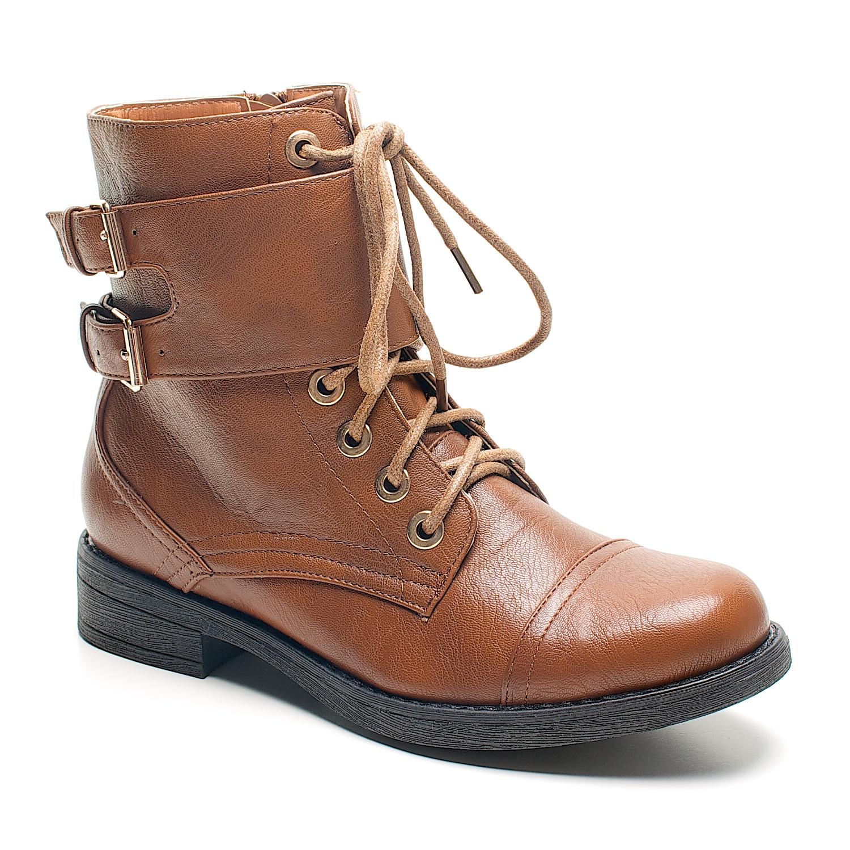 Los zapatos para una mujer son más que un complemento, por eso te ofrecemos una excelente selección de zapatos para comprar online. Desde zapatos tacón, botines, sandalias, bailarinas, sneaker, deportivas o botas.