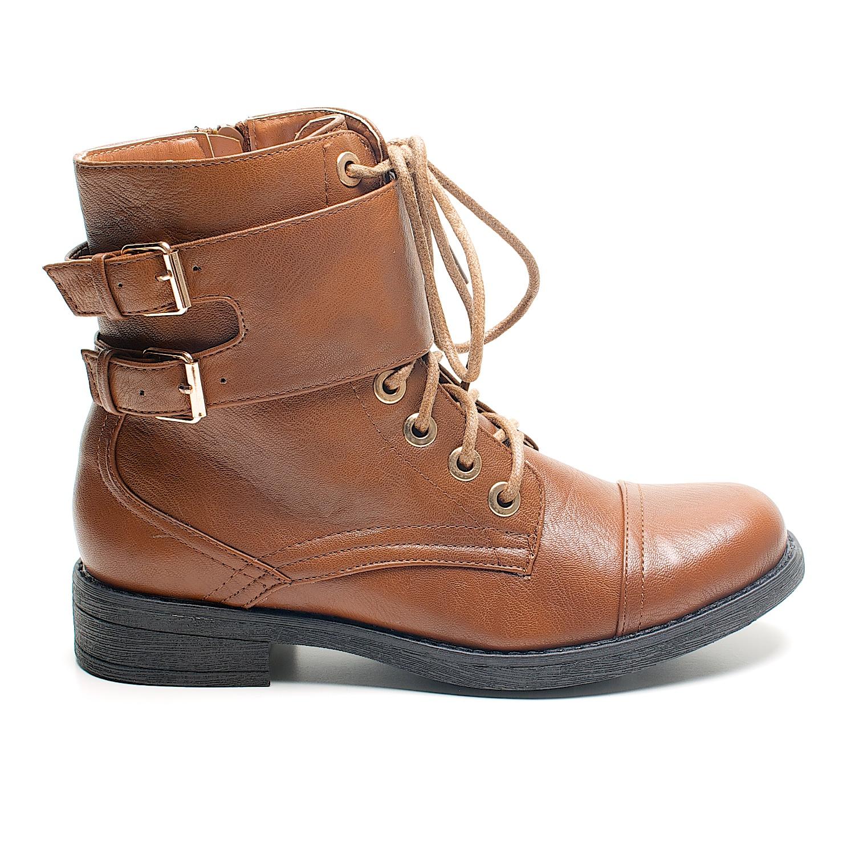 Nuestra selección de zapatos para mujer tiene algo para cada ocasión, desde pumps y zapatos de tacón para vestirte elegante,botas para una salida con amigas, sandalias si llevas una vida activa y tenis para usar en tus días casuales.