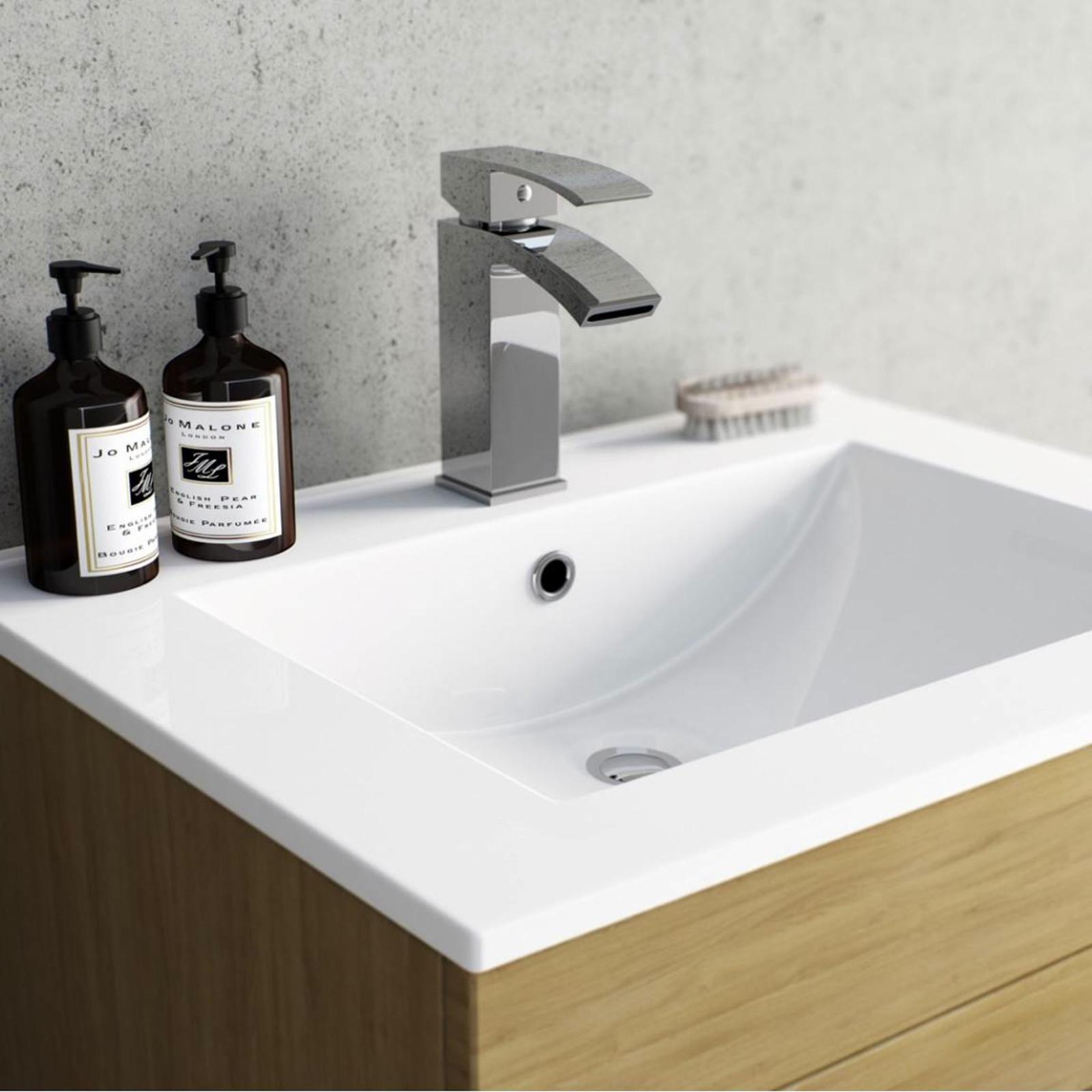 Enki cascade dise o cuadrado grifo de ba era ducha for Grifo mezclador ducha