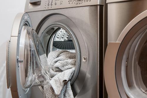 Pourquoi ma machine à laver n'essore plus ? Tous les symptomes possibles