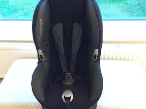 Maxi Cosi Cabriofix Baby Seat and Isofix Base - Newport Isle of ...