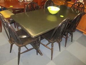 Dining Table & 6 chairs £95 in Cowes