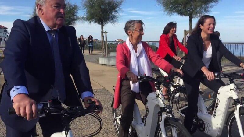 La ministre des Transports teste le vélo à hydrogène conçu à Biarritz