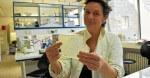 Soir - Frédérique cherche dans l'eau de mer une alternative aux antibiotiques
