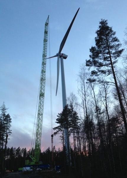 Montage d'une éolienne ENO en forêt suédoise