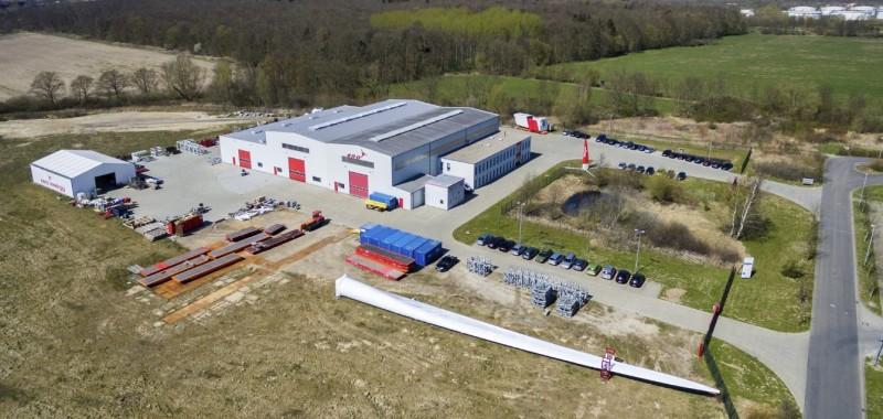 L'usine de production d'éoliennes ENO : une pale devant ...