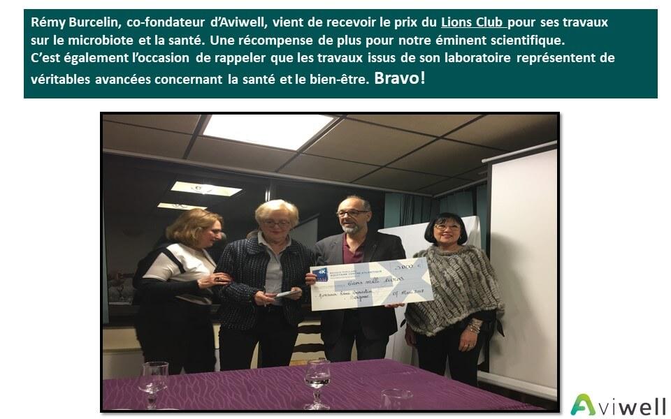 Rémy reçoit le prix du Lions Club pour ses travaux sur le microbiote et la santé.