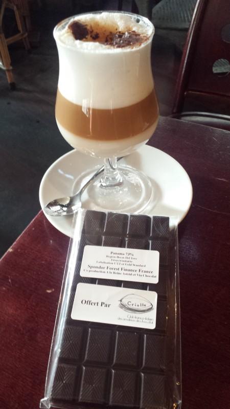 Tablette de la chocolaterie la Reine d'Astrid à partir des fèves de cacao de ForestFinance