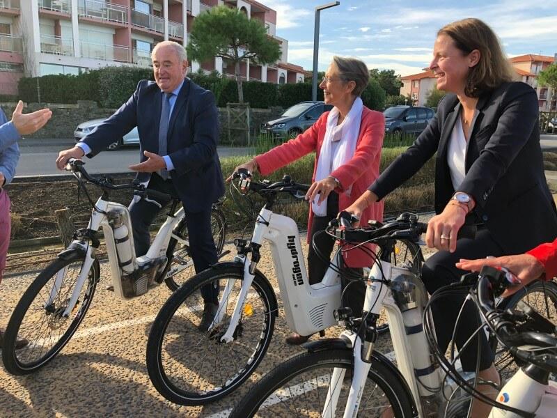 Elisabeth Borne sur un vélo Alpha