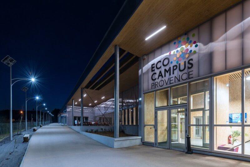 Eco campus sur les énergies nouvelles (ENEDIS, Ste Tulle, 04) équipé de 30 lampadaires solaires LUMI'IN