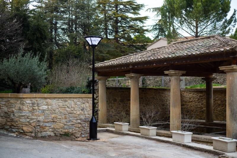 Lampadaires LUMI'IN - Frisbi (commune St Marcel de Careiret, Gard).