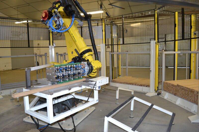 WOODY - Solution robotisée de manutention des éléments de fabrication d'un fût