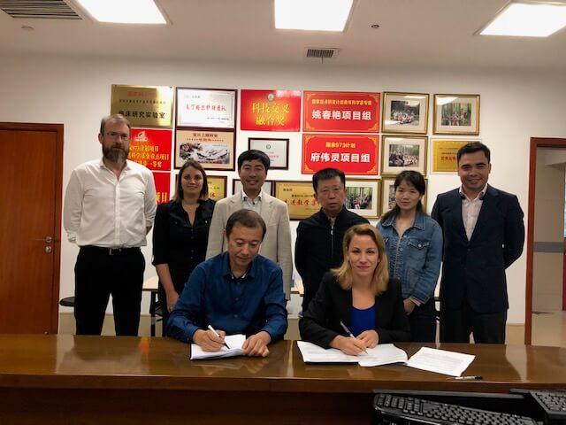 Une partie de l'équipe sinoeuropéenne avec Dr Christophe Dugué, Dr Sabrina Pesnel, M. Pan, Pr Weiling Fu, Dr Zhang Yang, Jean-Sébastien Cheung Ah Seung & M. Zhihong Sun