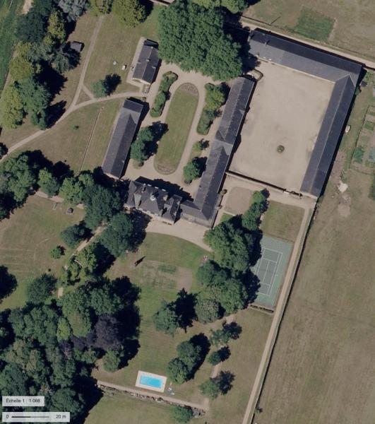 Vue du Ciel plan sur le Château et ses annexes