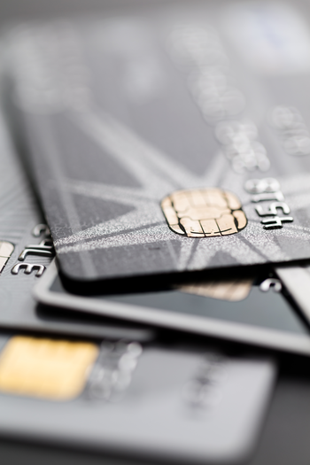 cartes-bancaires-empilees