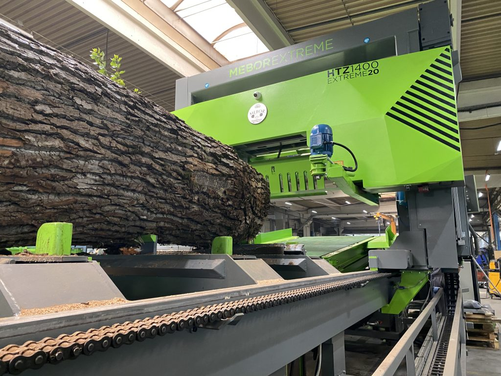 Caption: The saw handles logs up to 1.9m in diameter, and lengths of up to 8m.