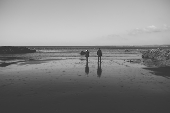 couple walking on the beach in cornwall, image taken by lucy turnbull photography