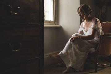 bride getting ready at tresilian house by arianna fenton