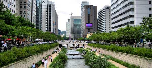 Cheonggyecheon stream things to do seoul 196 600 270
